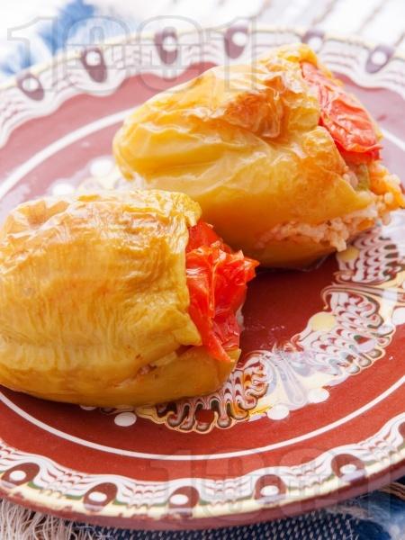 Пълнени постни чушки с ориз и зеленчуци на фурна - снимка на рецептата